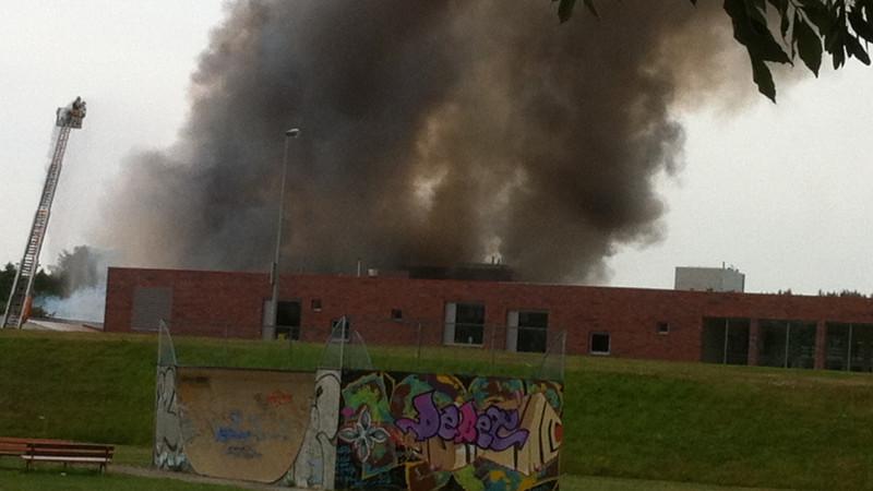 Felle uitslaande brand mytilschool