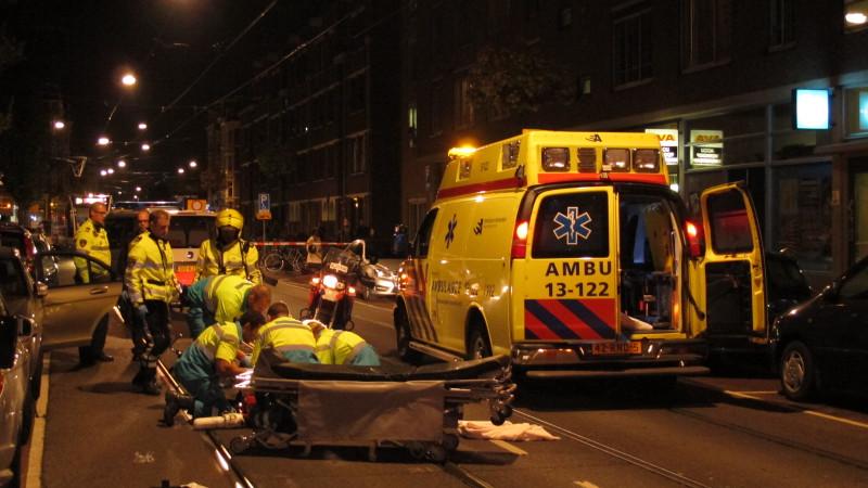 Fietser zwaargewond na botsing met autodeur