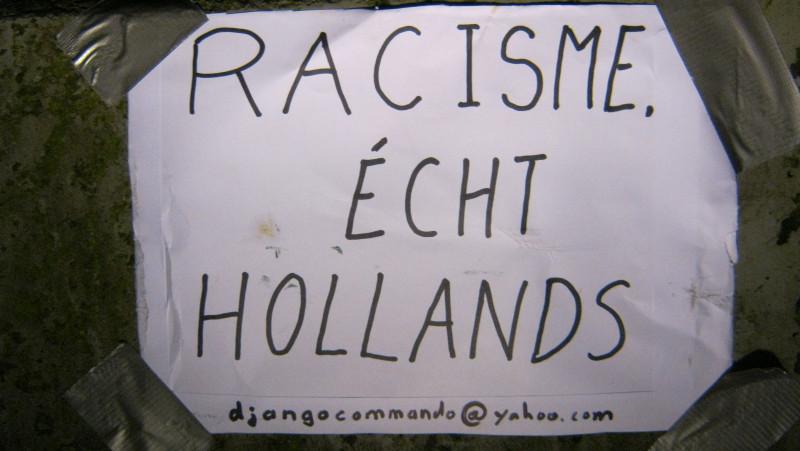 Racisme, écht hollands. Anti-racisme activisten hebben de beelden van het slavernijmonument in Amsterdam aangekleed als zwarte piet. De actievoerders van het Djangocommando vinden dat zwarte piet een symbool is van het racisme dat vroeger de slavernij mo