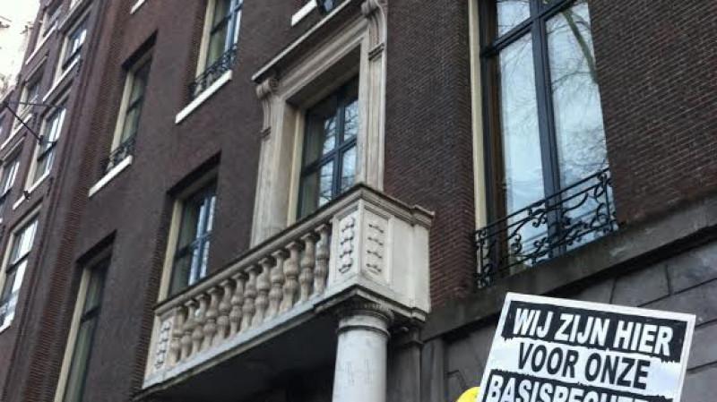 Asielzoekers demonstreren voor ambtswoning burgemeester