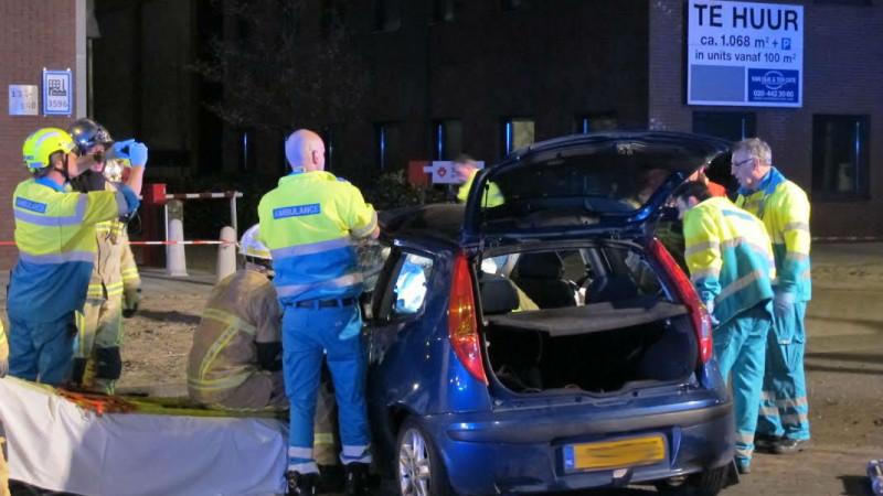 Slachtoffer uit volledig verwoeste auto geknipt