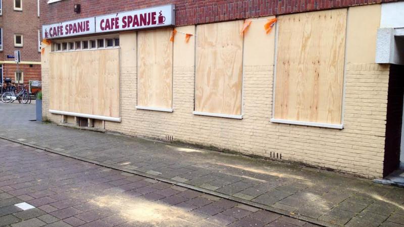 Gemeente timmert café Spanje dicht