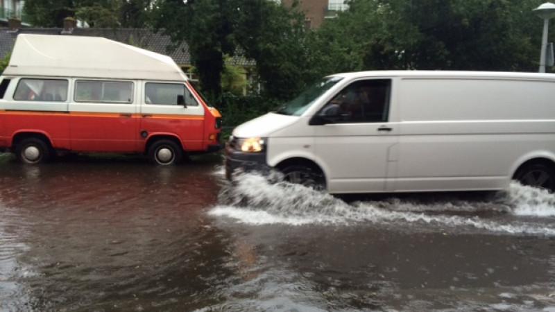 Foto's: Veel straten blank na hevige regenval