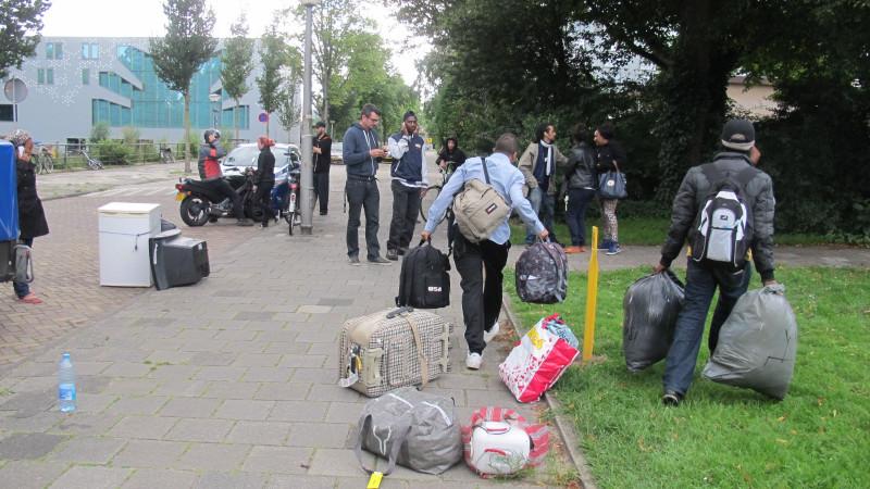 Video: uitgeprocedeerde asielzoekers naar oud schoolgebouw
