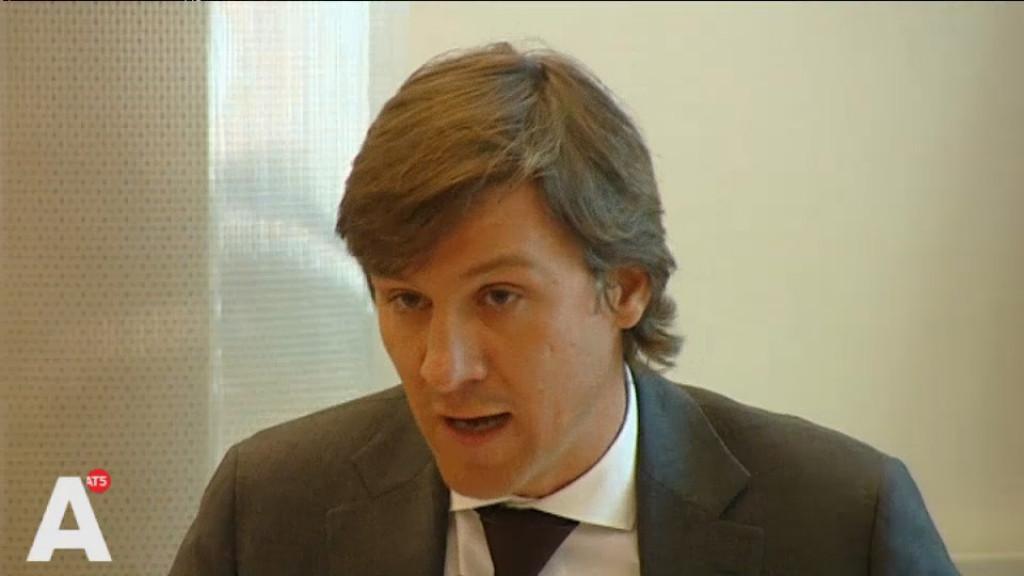 Wethouder zet bezuinigingen op ambtenaren door, ondanks kritiek