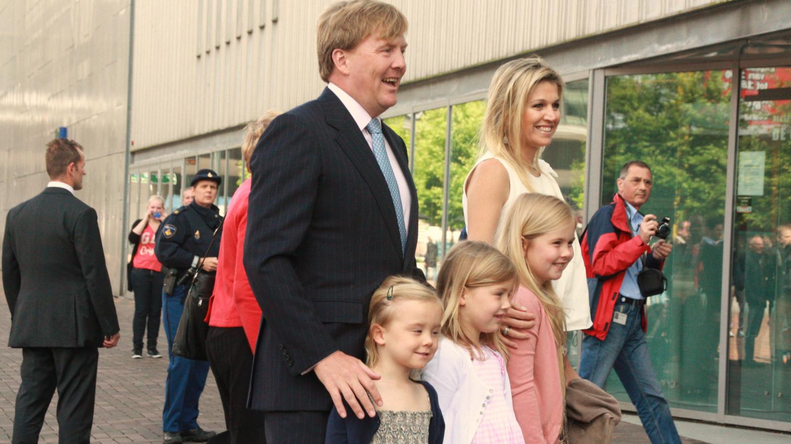 Video Koning Willem Alexander Viert Verjaardag Met Personeel At5