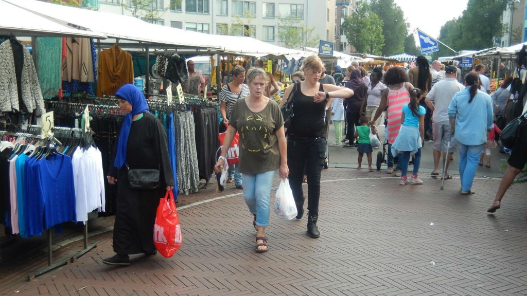 [Video] Kooplieden willen Dappermarkt in eigen beheer krijgen