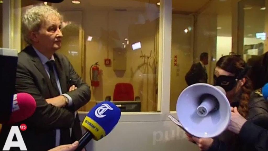 [Video] Sekswerkers overhandigen petitie aan Van der Laan