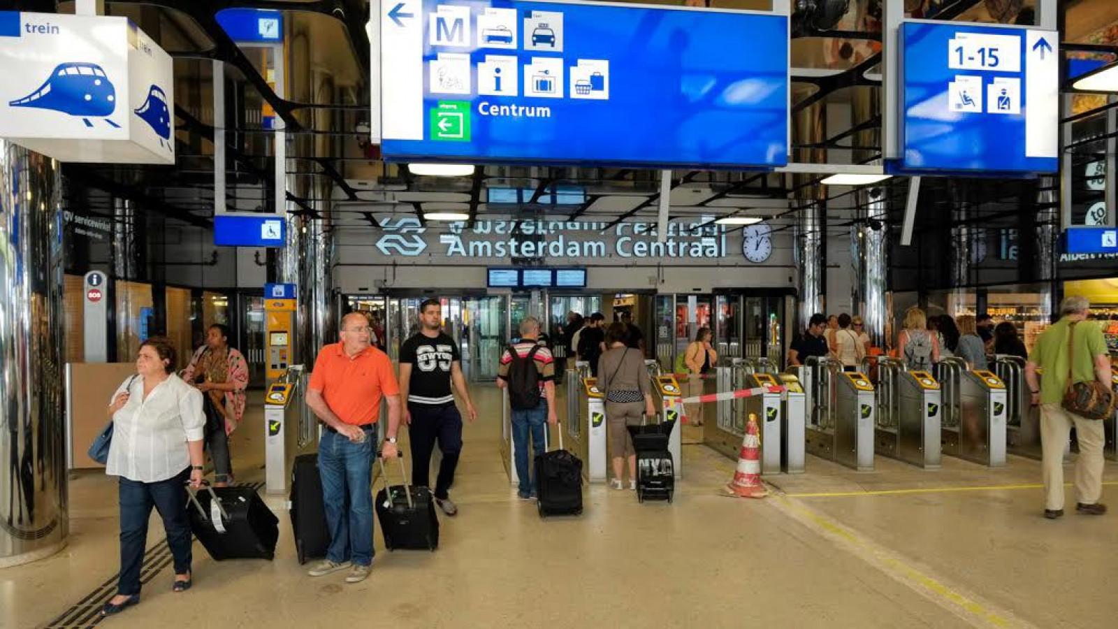 Efteling Muziek Tegen Hangjongeren Op Centraal Station At5