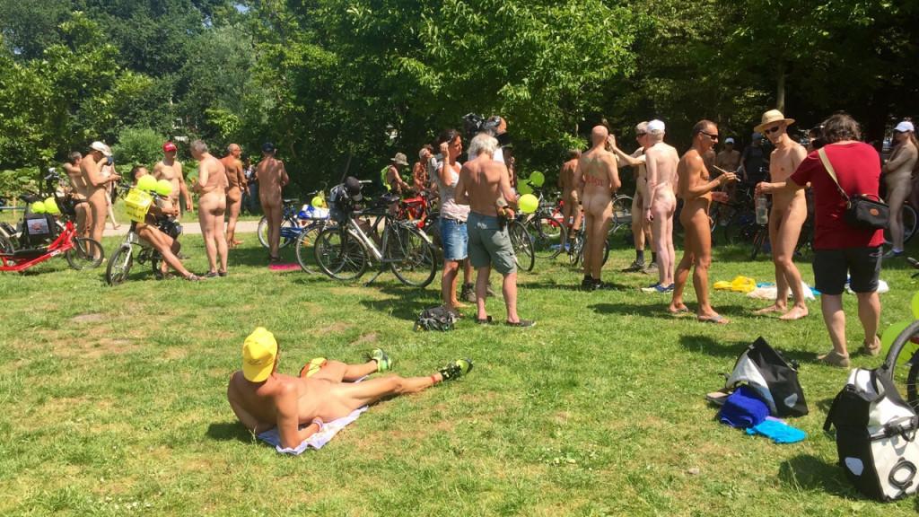 Daar was 'ie weer: 'The Naked Bikeride' of: 'Snikkeldag in Mokum'