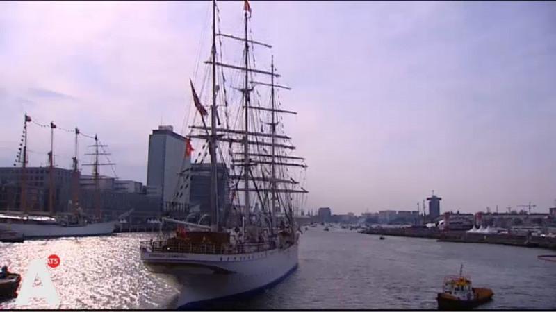 Sail Thank You parade