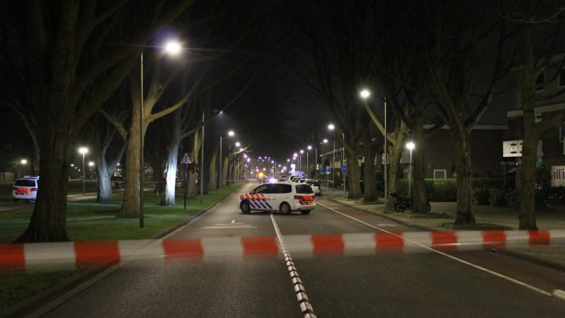 Auto beschoten in Nieuw-West, duo op scooter gevlucht