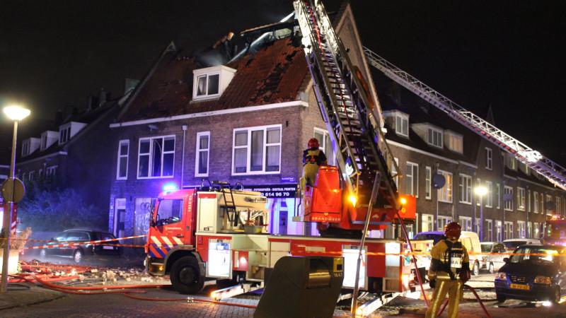 Uitslaande zolderbrand in Noord slaat over naar andere woningen