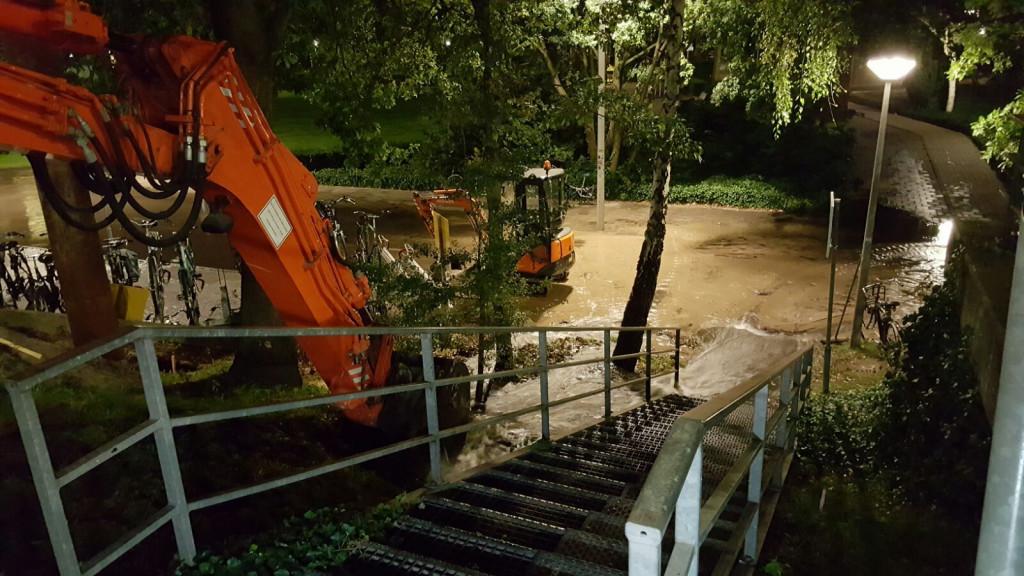 Waterleiding bij station Zuid geraakt tijdens werkzaamheden