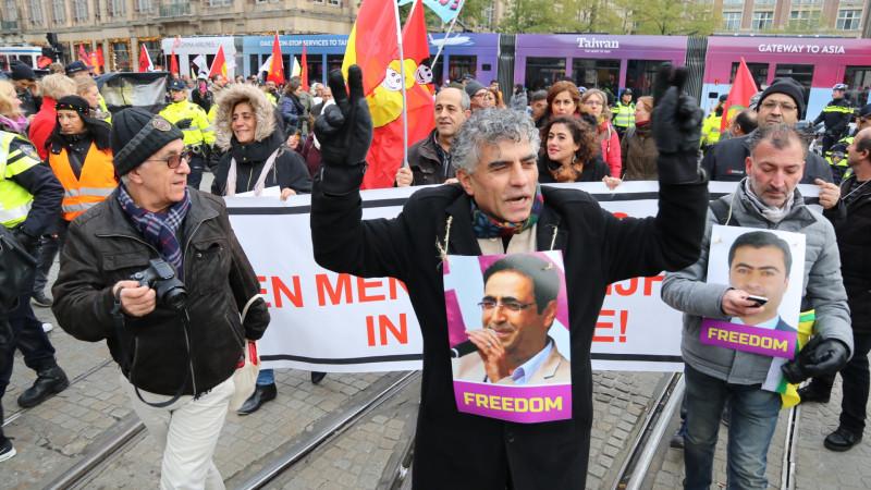 Koerden demonstreren tegen beleid Erdogan