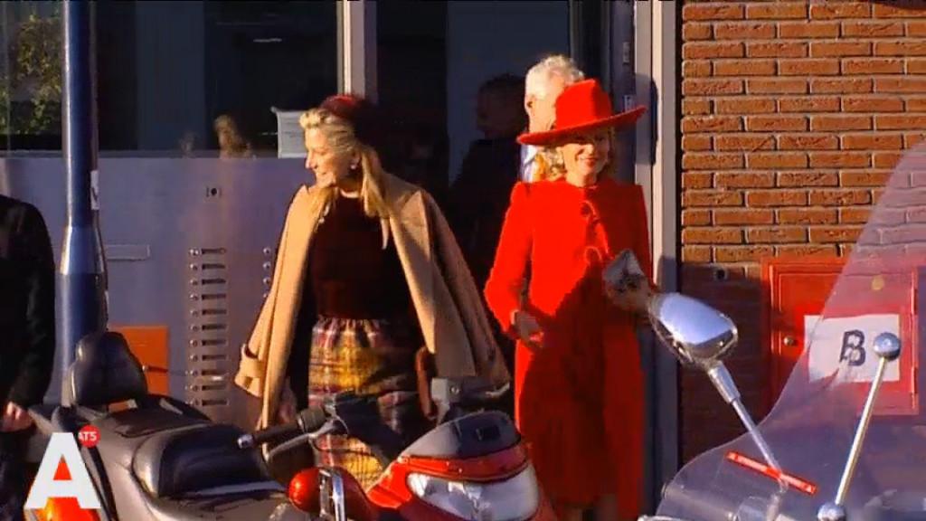 Koningin Máxima brengt verrassingsbezoek aan Osdorpse flat