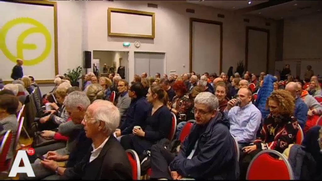 Erfpachters bijeen in Frans Otten Stadion: 'Gedwongen ons huis te verkopen'