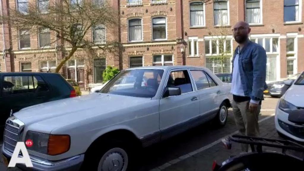 Oldtimer-tijdperk bijna voorbij in Amsterdam: 'Groot, mooi, vierkant. Zo worden ze niet meer gemaakt'