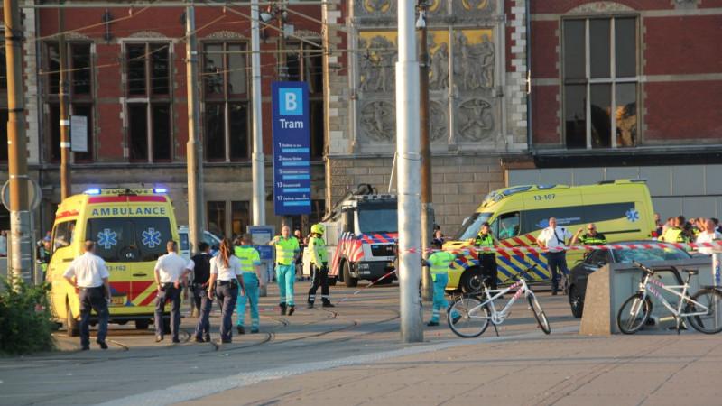 Stationsplein ruim afgezet vanwege 'incident met auto'
