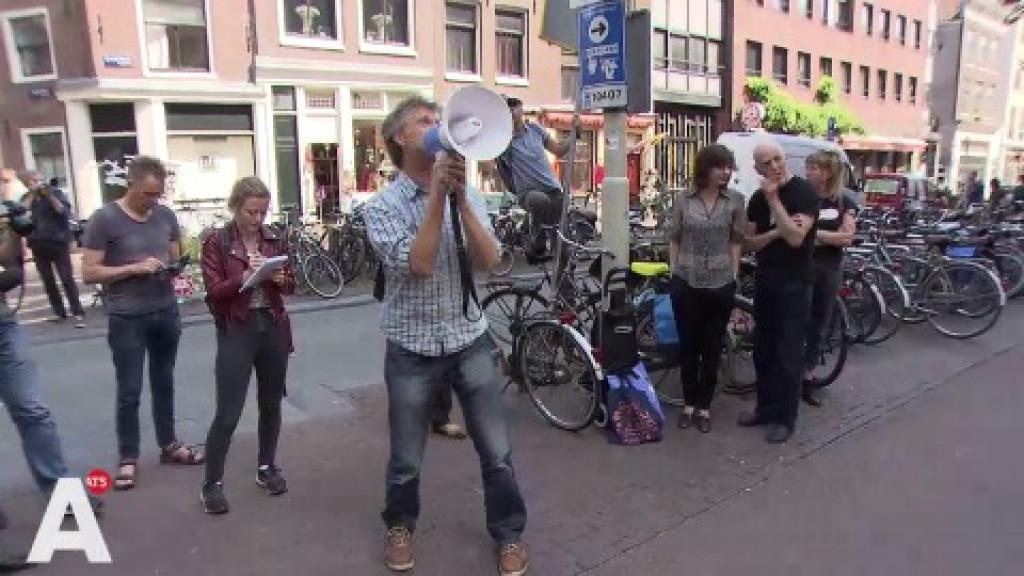 Demonstratie tegen komst exclusief hotel in Bungehuis: 'Alle mooie gebouwen worden hotels'