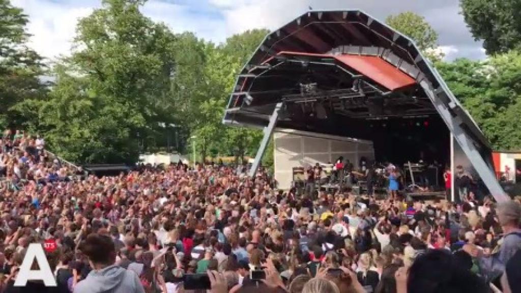 Drukte bij concert in Vondelpark Openluchttheater