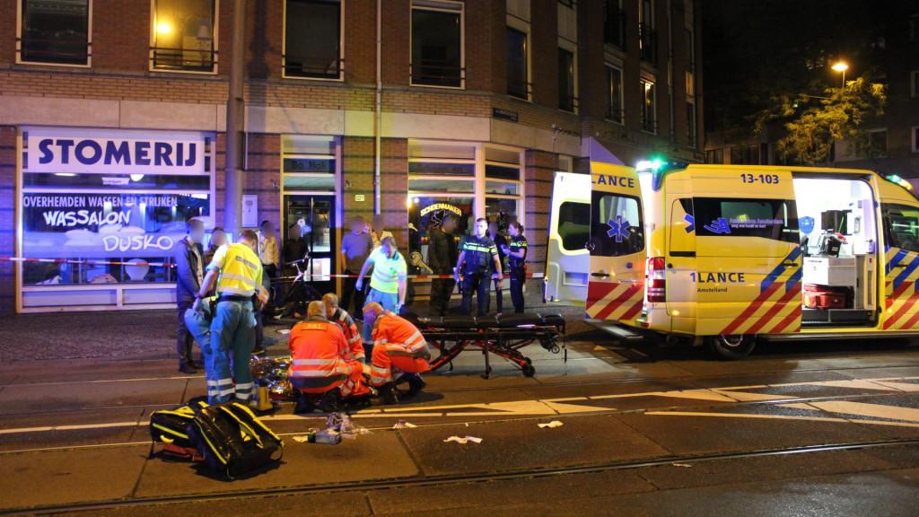 Fietser ernstig gewond na aanrijding, automobilist rijdt door Utrecht.