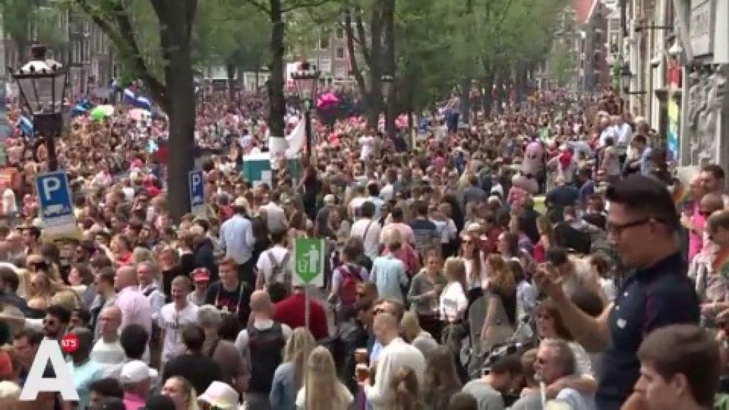 Canal Parade: Boten, zon en duizenden toeschouwers: 'Helemaal geweldig!'