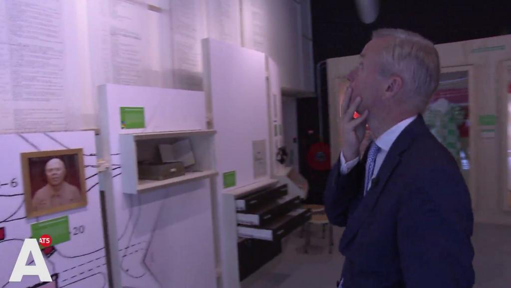 Aangeslagen wethouder over Bijlmerramp: 'Je zag die rampplek en je weet niet wat je ziet'