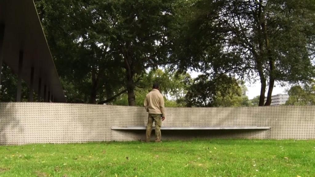 Documentaire 25 jaar na de Bijlmerramp: 'je wilde wel, maar je kon niet helpen'