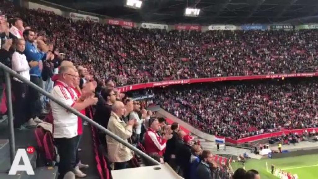 Applaus in Arena voor Van der Laan