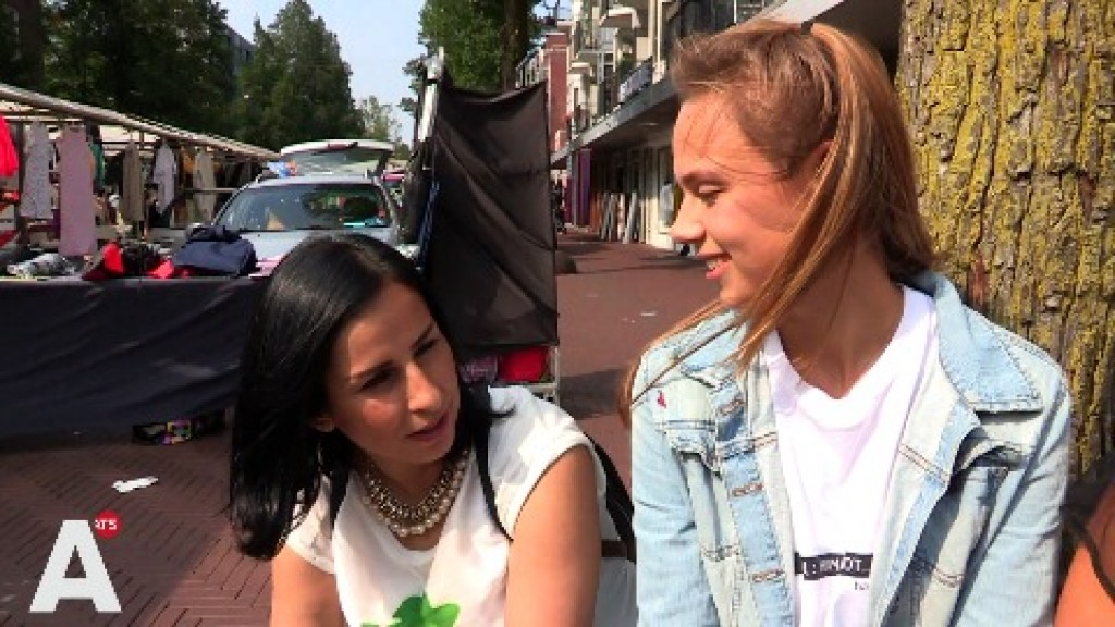 Chawan krijgt Nederlandse les op de markt
