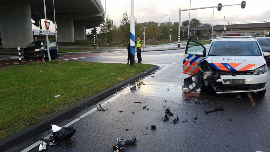 Politieauto total loss bij aanrijding in Westpoort.