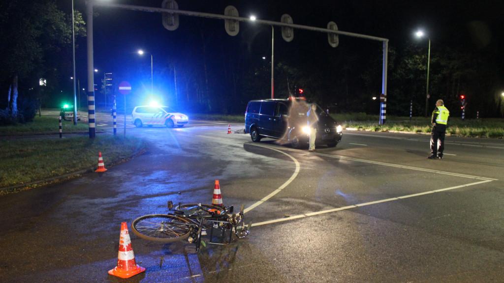 Fietsers gewond bij aanrijding met taxibusje Amstelveen.