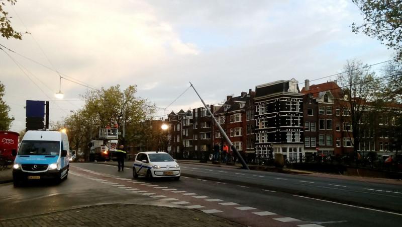 Tramverkeer plat door sinkhole aan Marnixstraat