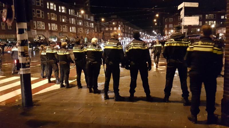 Politie probeert eind te maken aan Marokkaanse feestvreugde Mercatorplein