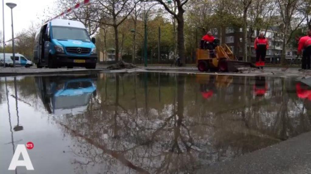 Buitenveldertselaan staat blank door gesprongen waterleiding