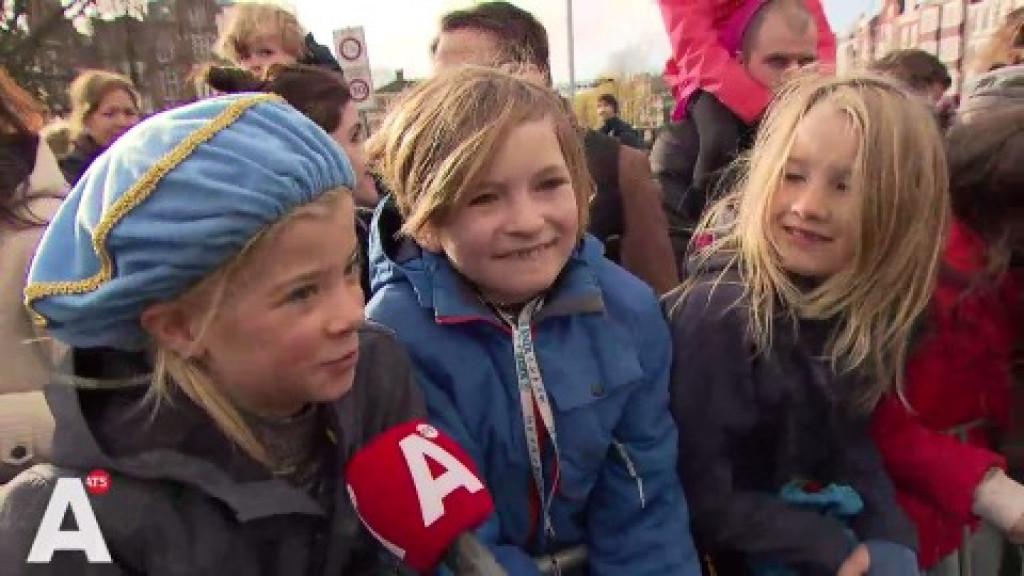 Kinderen recenseren Pieten nieuwe stijl: 'Ze hadden een hele mooie veer'