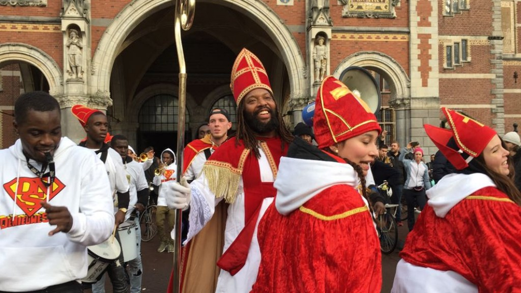 'Nieuwe Sint' feestelijk verwelkomd op Museumplein