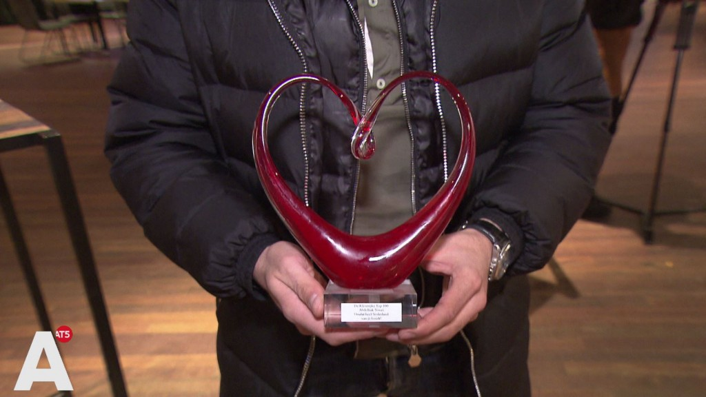 Hart Onder de Riem Award voor familie Nouri: 'Ik zal fluisteren dat ze hem niet vergeten zijn'
