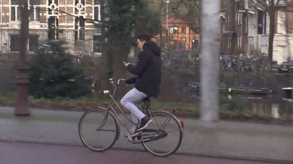 'Superbelangrijk': campagne tegen appen op de fiets