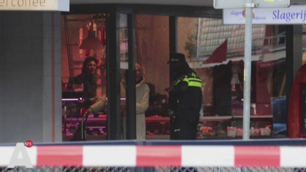Handgranaat aan deur waterpijpshop Jan Evertsenstraat: Straat afgezet