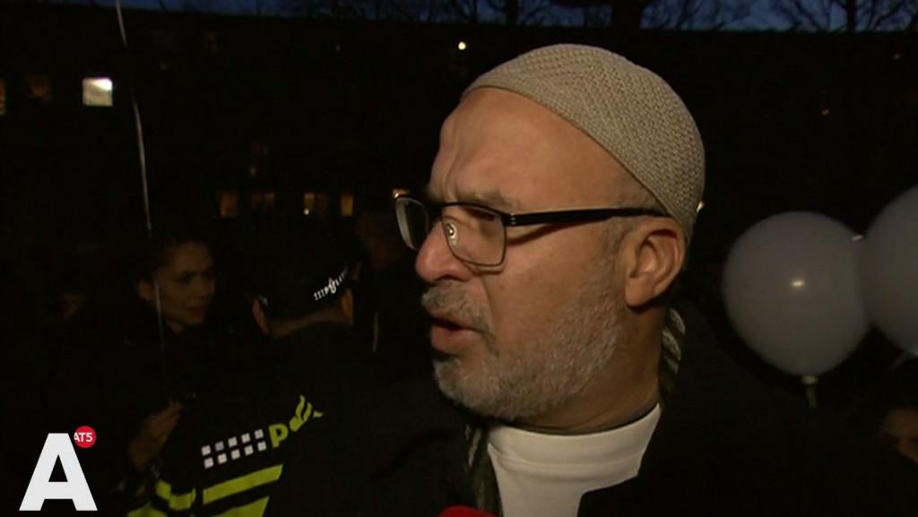 Vader Mohammed tijdens stille tocht: 'Onze kinderen moeten veilig zijn'