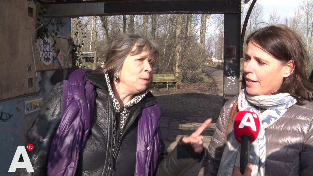 Aartsvijanden VVD en krakers ontmoeten elkaar bij ADM-terrein: 'Ik heb je geen crimineel genoemd'