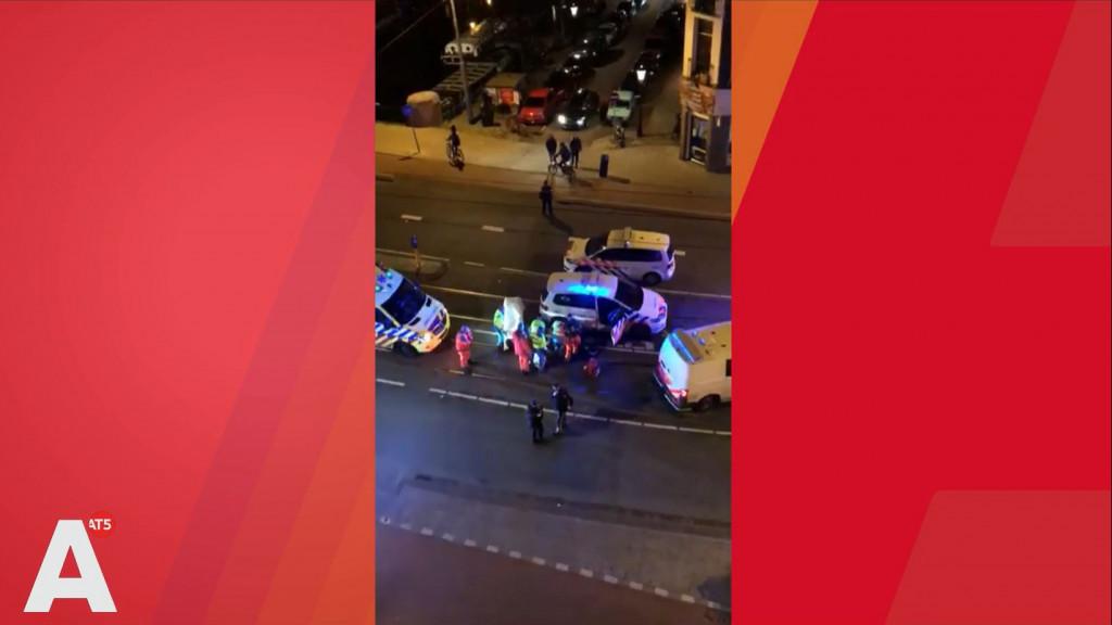 Schutter opent vuur op café in De Pijp: twee gewonden