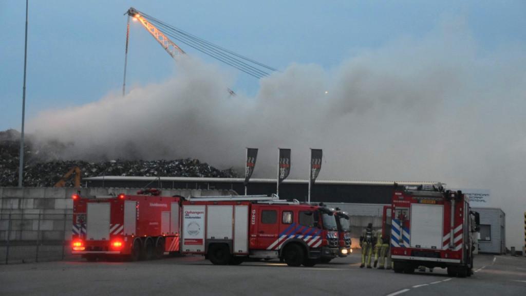 Grote brand in Westelijk Havengebied geblust
