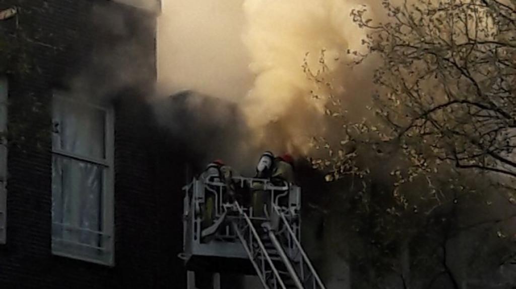 Ook rookwolken boven Zuid door brand Sarphatipark
