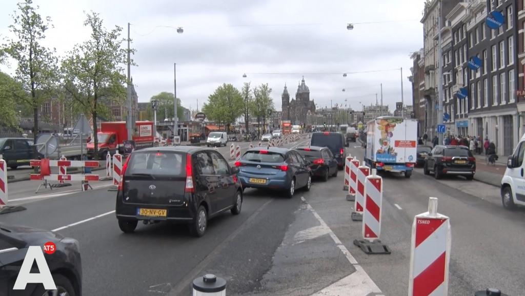 Topdrukte rondom Centraal door werkzaamheden: 'Totale chaos'