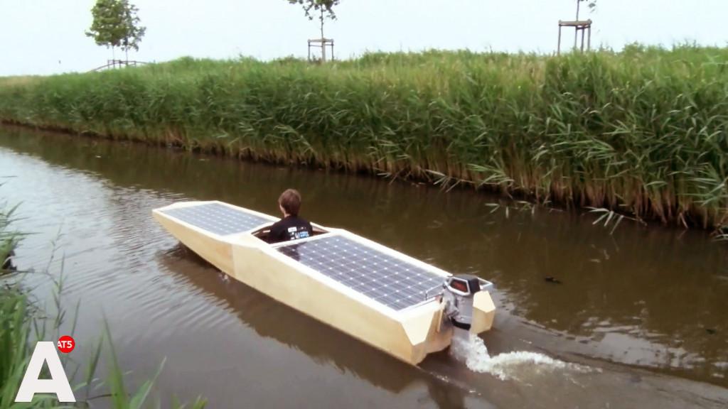Leerlingen IJburg College bouwen zonneboot: 'Je leert er veel van'