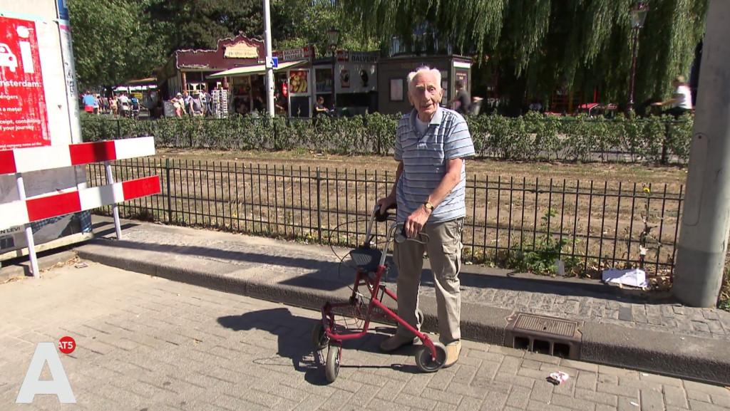 Theo (85) wachtte twee uur lang op RMC: 'Je werd gewoon belazerd'