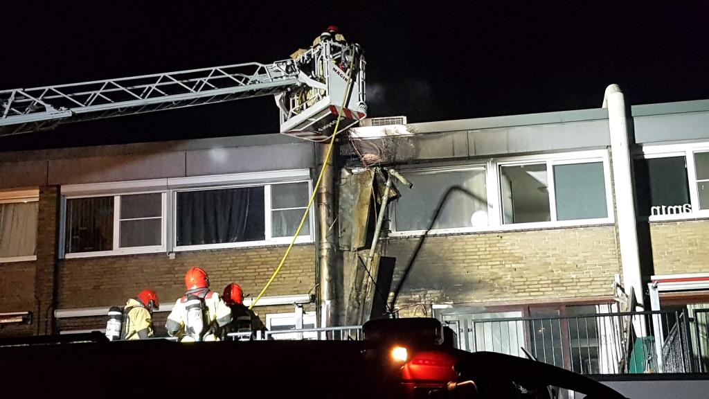 Brand bij stomerij in Osdorp: Twee omwonenden naar ziekenhuis
